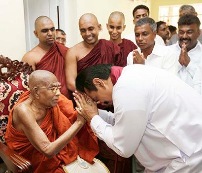 president-rajapaksa-called-weligama-sri-gnanarathana-nayaka-thero